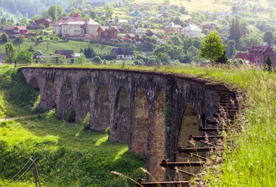 Міст-віадук у Ворохті