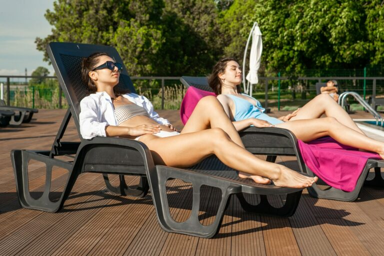 Відпочинок біля басейну
