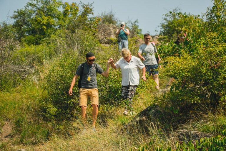 Туристическая группа в каньоне