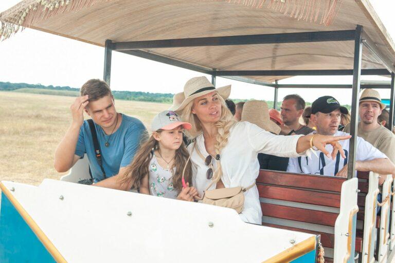 Туристы в степи