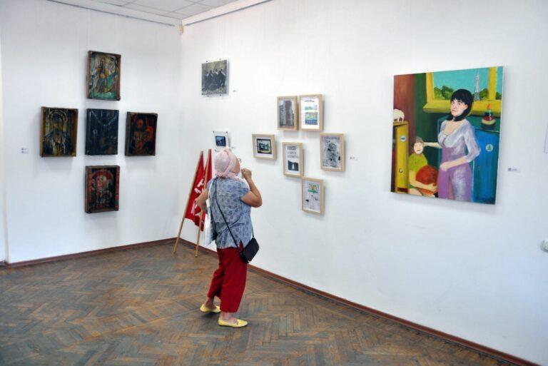 Бабушка в музее