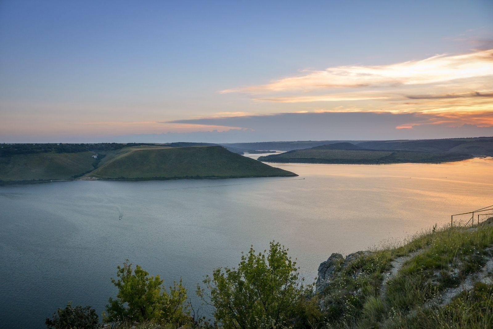 Вид на озеро в Бакоте