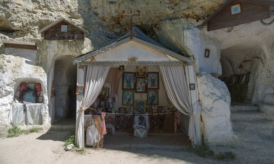 Скельний монастир