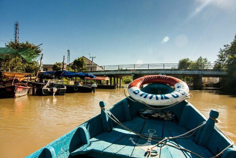 Лодки с туристами