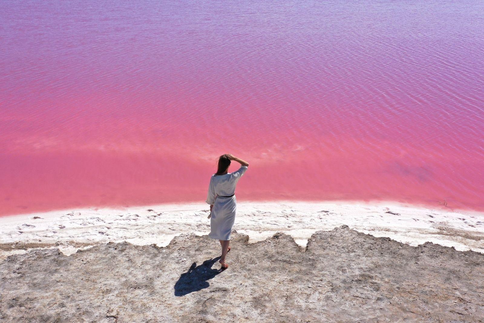 Розовое озеро в селе Ивановка