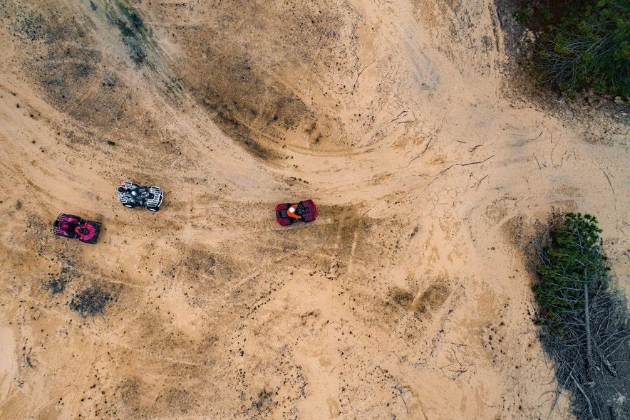 Квадроциклы в пустыне