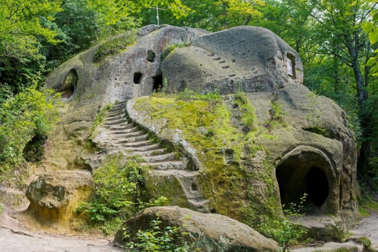 Скалистый монастырь