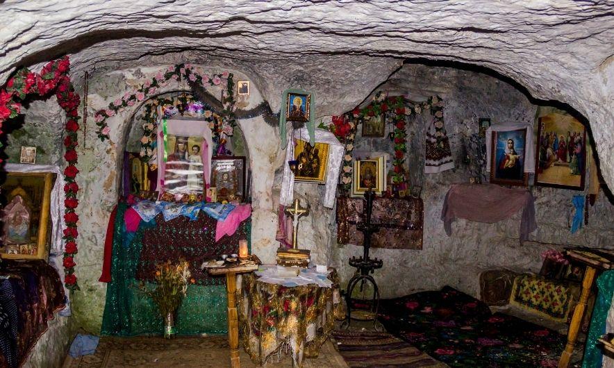 Усередині монастиря