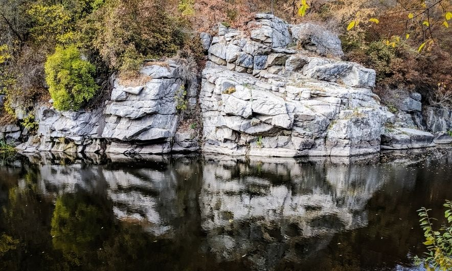 Вид на скелі