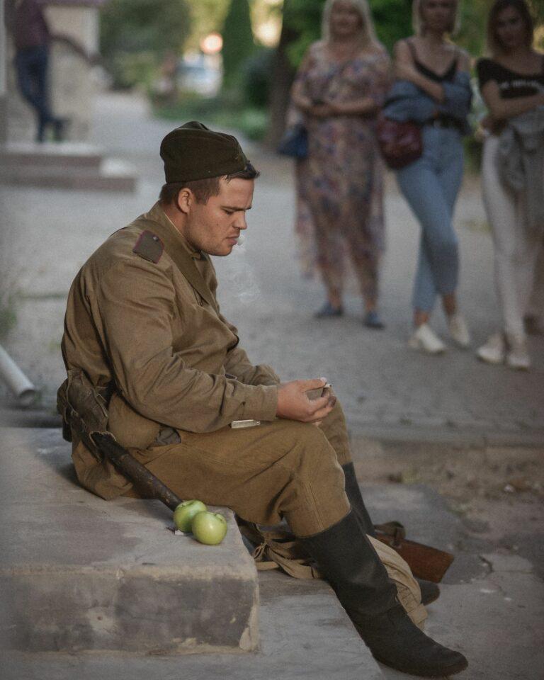 Солдат на сходинках