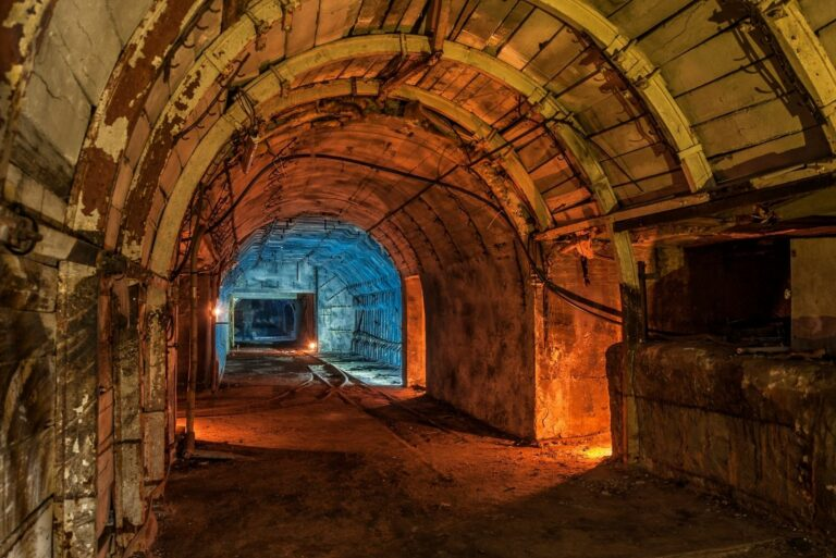 Тунель в катакомбі
