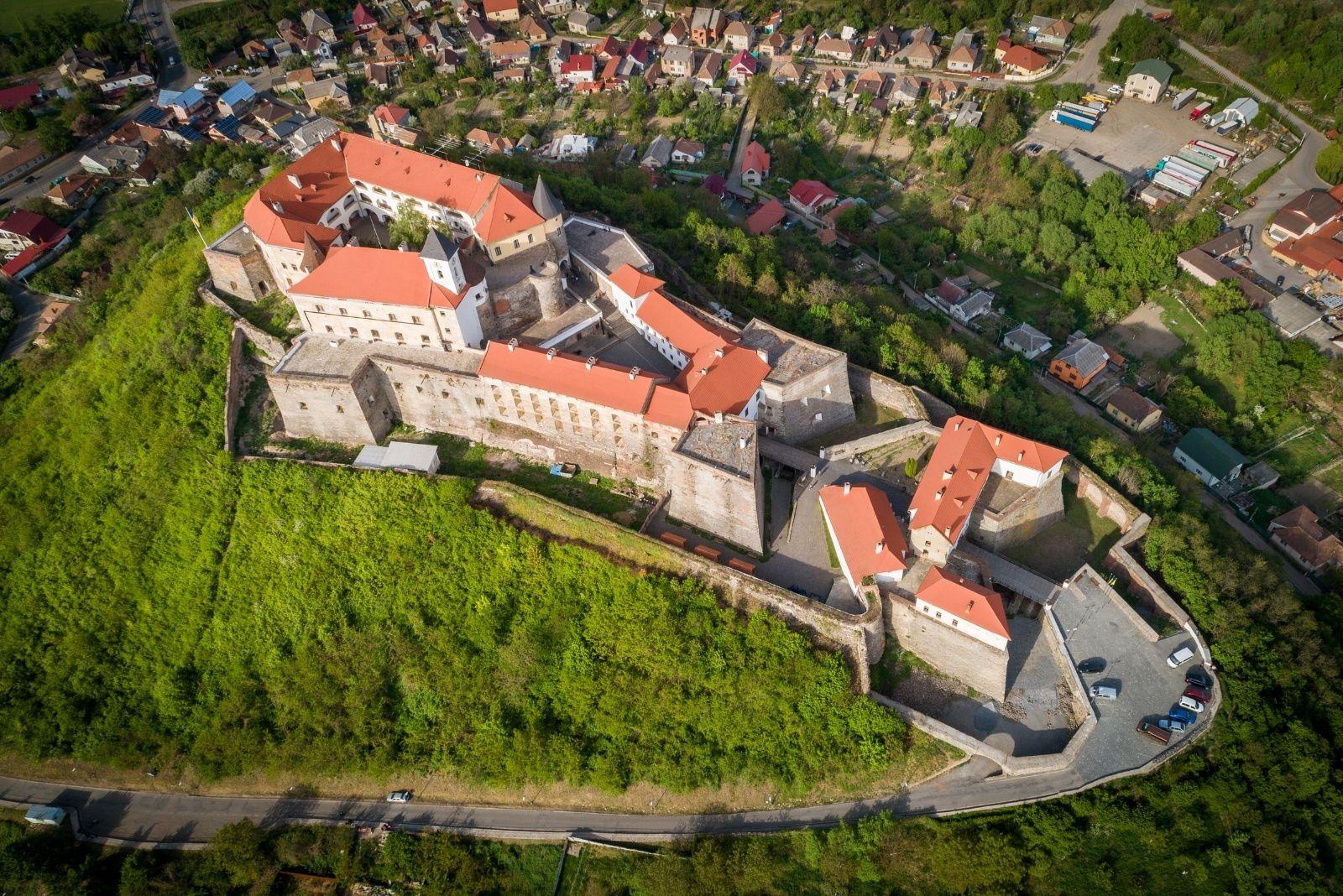 Замок на пагорбі