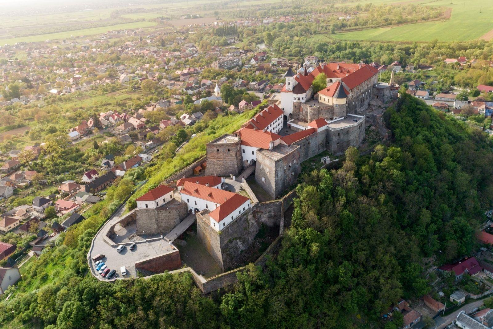 Замок на Закарпатті