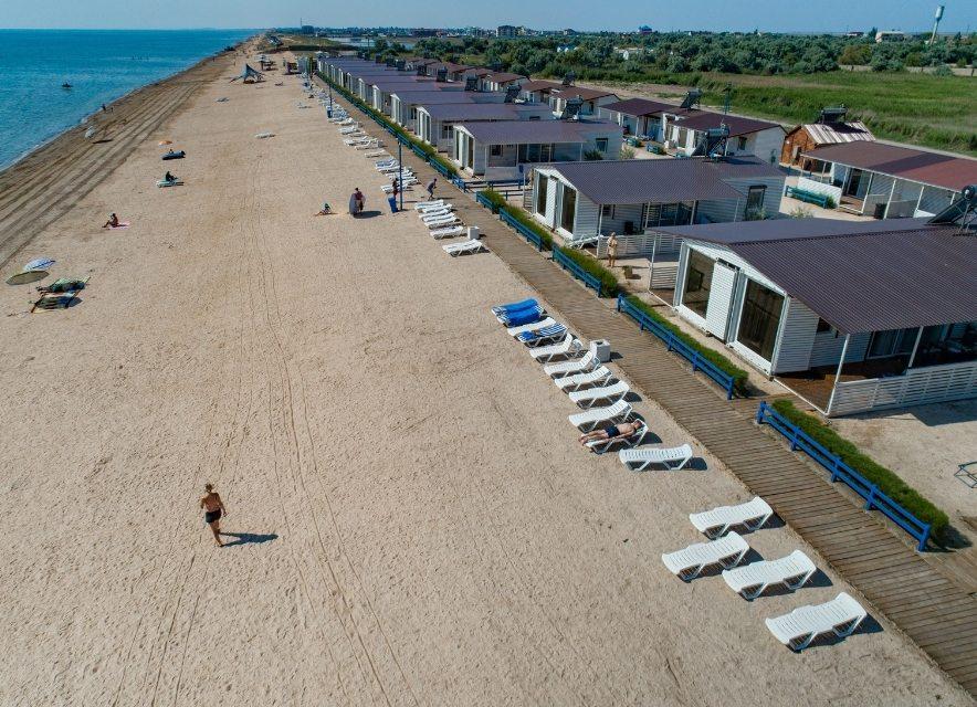 Пляж бази відпочинку Арабатка Club