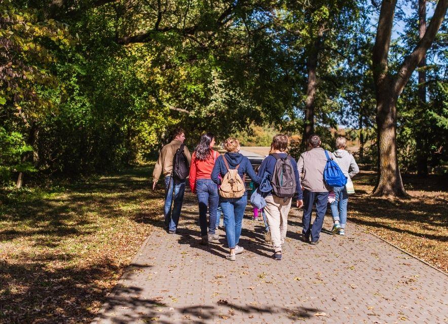 Туристи в дендропарку