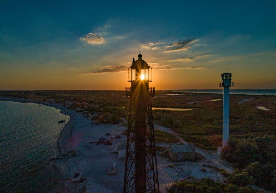 Два маяка на острове Джарылгач