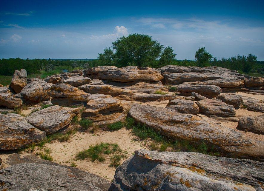 Каменные могилы