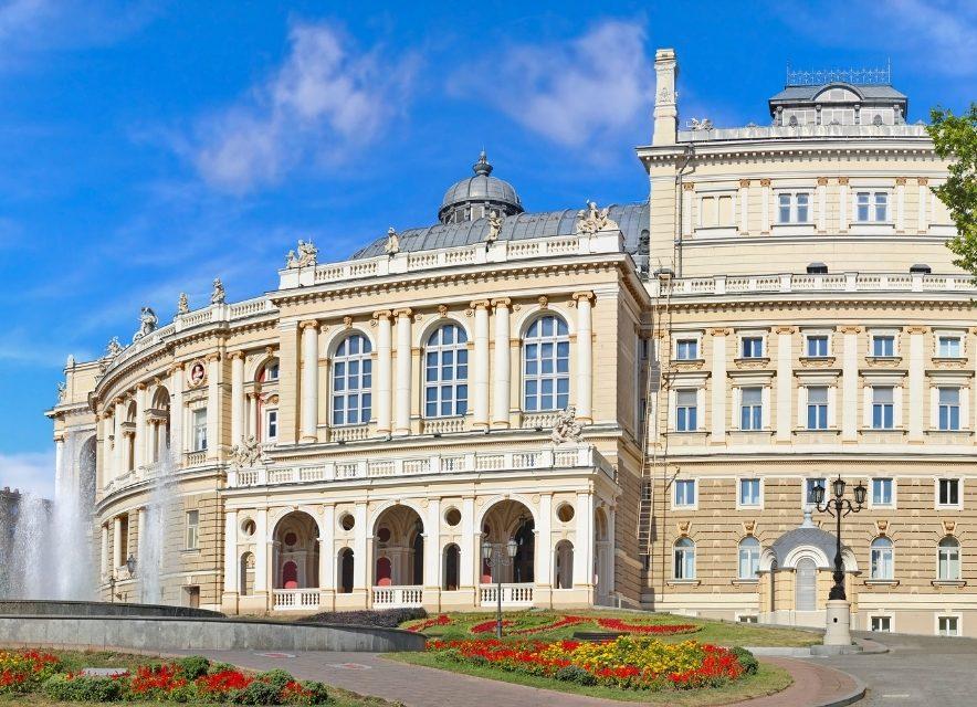 Оперний в Одесі