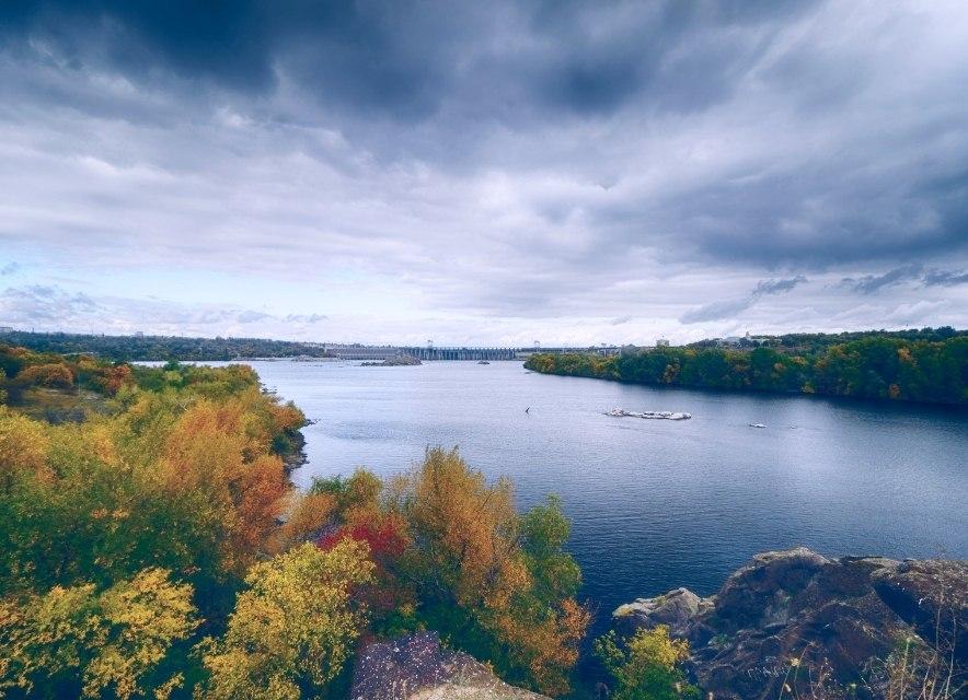 Острів Хортиця, вид на ДніпроГЕС