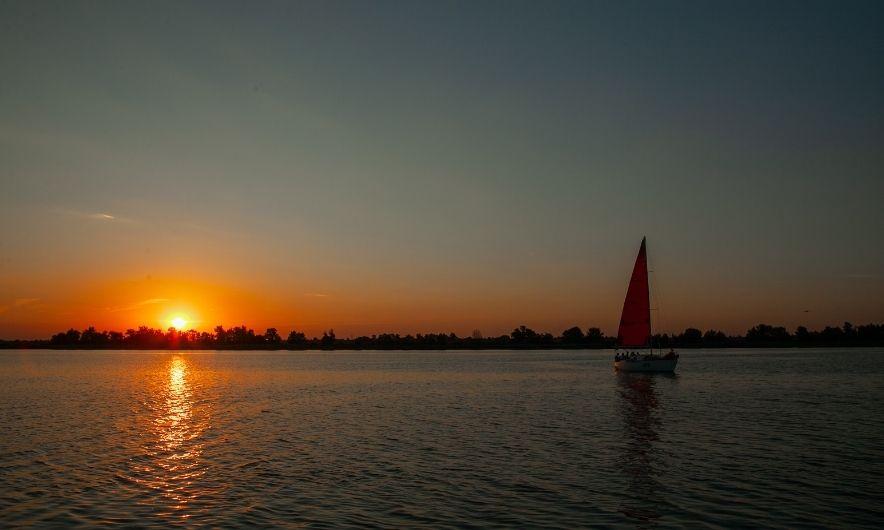 Закат на яхте в Херсоне