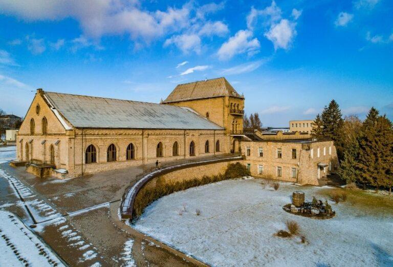Головна історична будівля