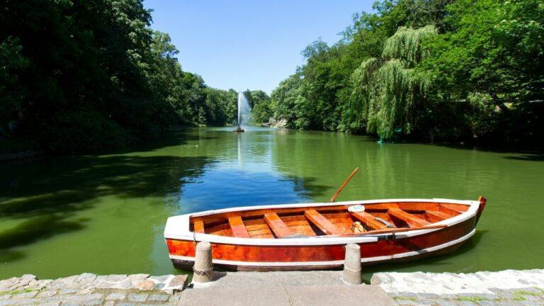 Катание на лодке в парке, Умань