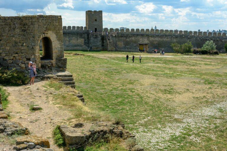 Бруківка у фортеці
