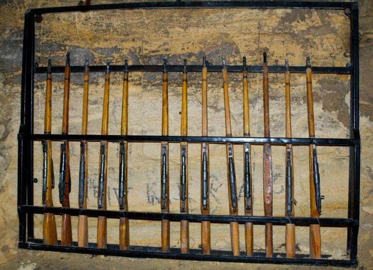 Гвинтівки в катакомбах