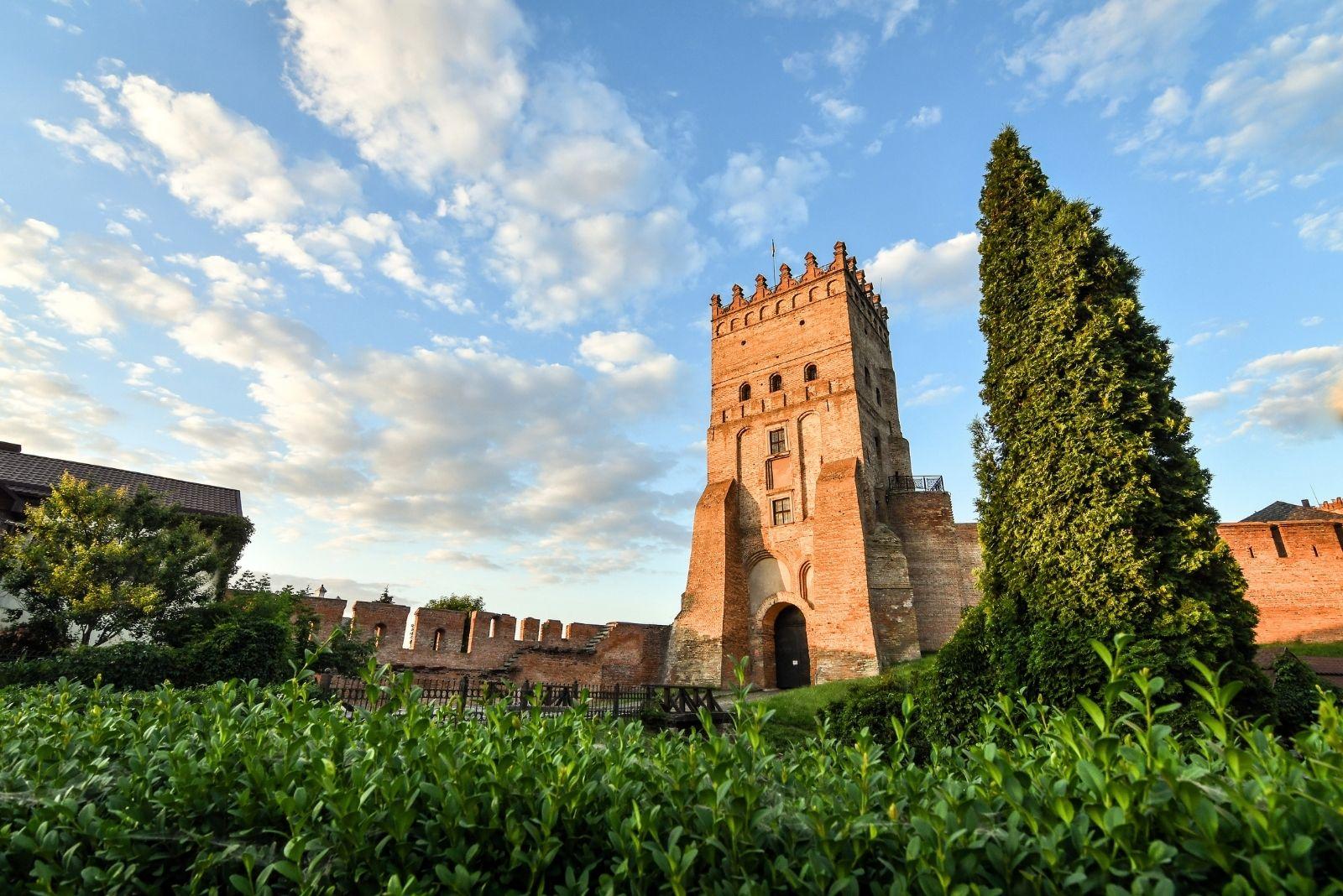 Висока вежа