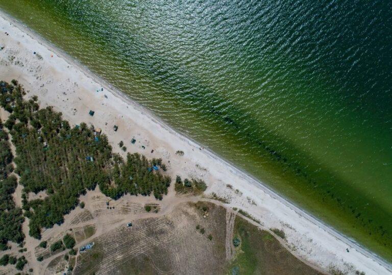 Дикий пляж на косе