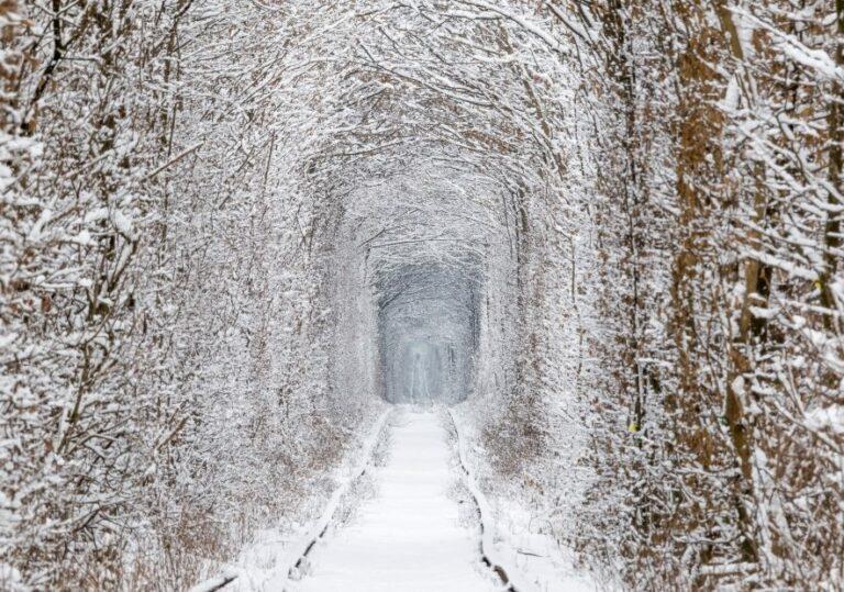 Зимой в тоннеле любви