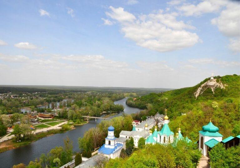 Вид на город Святогорск