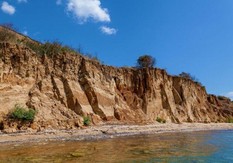 Вид с воды на берег