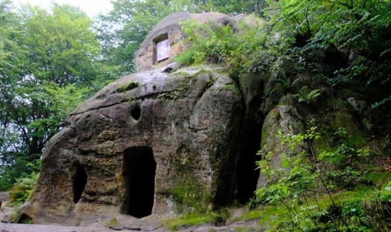 Монастырь в селе Розгирче