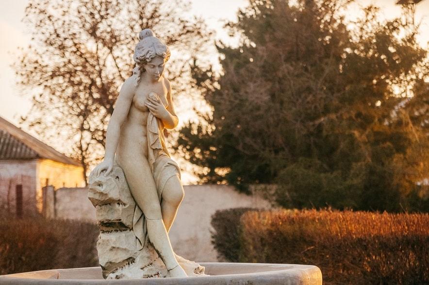 Хорлы скульптура купальщицы