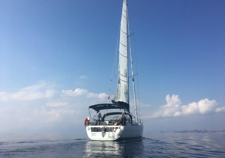 Вид с воды на нашу яхту