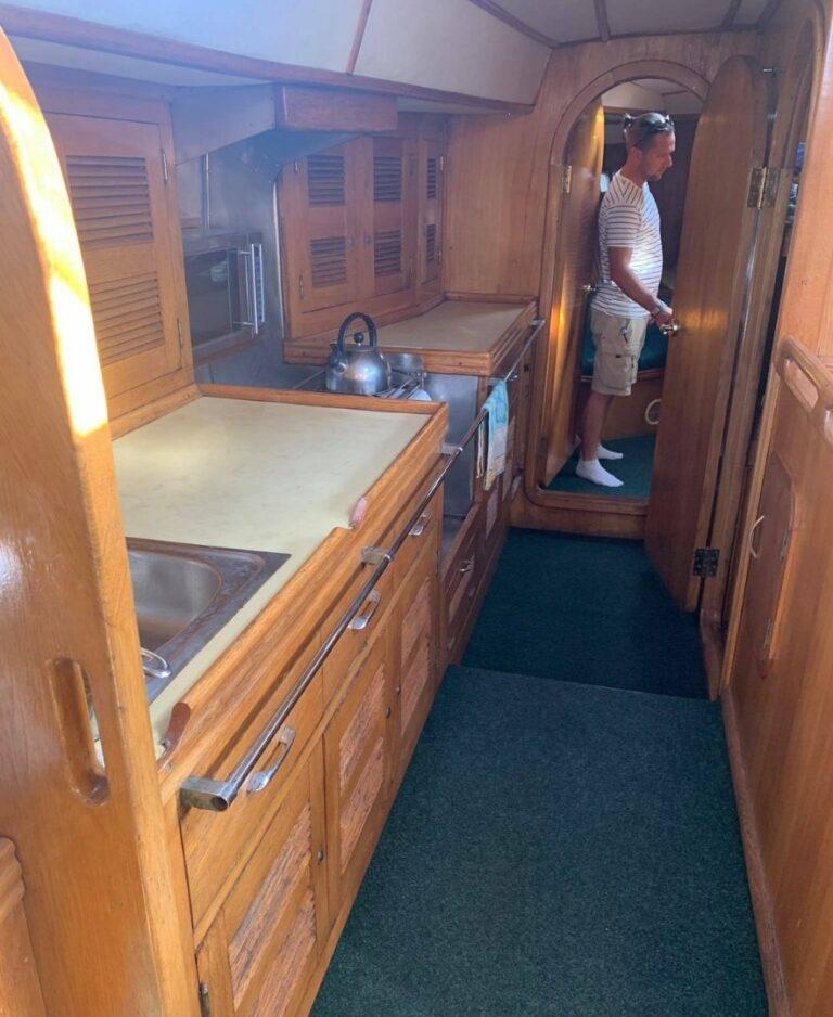 Кухня на яхте Гринда